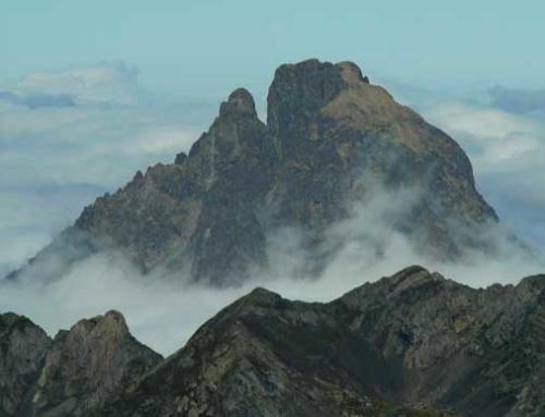 PYRENEES: Midi d'Ossau, two Summits Traverse
